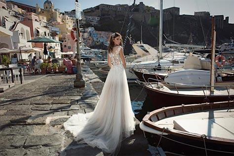 שמלת כלה המשלבת טול ותחרה