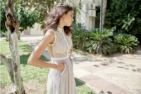 שמלת כלה עם צווארון