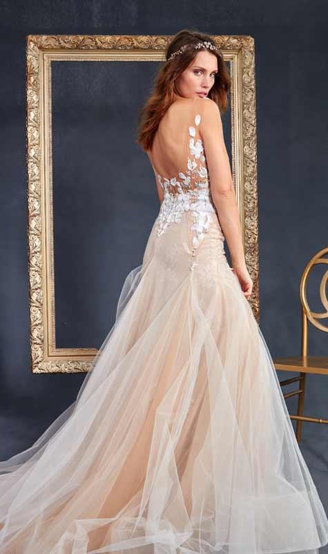 שמלת כלה לבנה בשילוב בסיס בגוון אפרסק