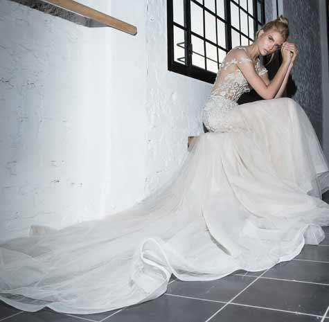 שמלת כלה בעלת שובל ארוך
