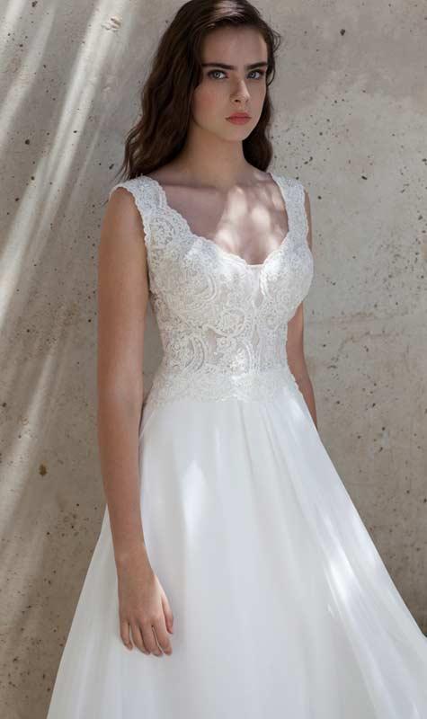 שמלת כלה עם חלק עליון עשוי תחרה