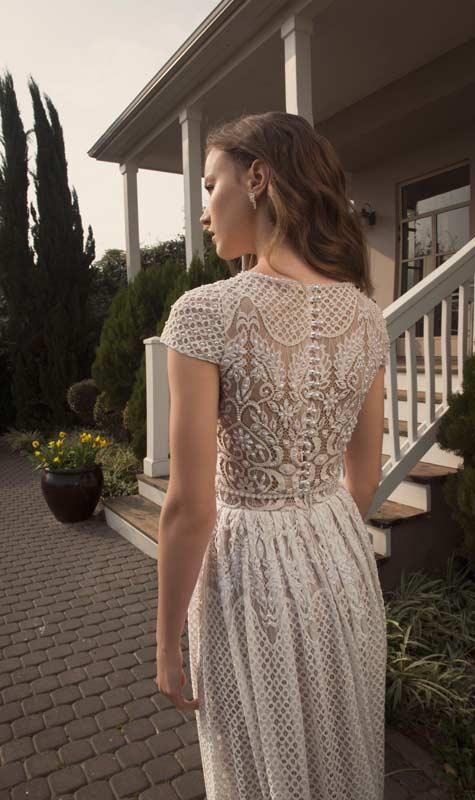 שמלת כלה מכופתרת מתחרה