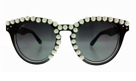 משקפי שמש עם טקסטורת פנינים