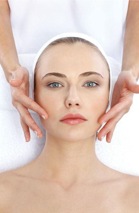 טיפול פנים של כריסטינה