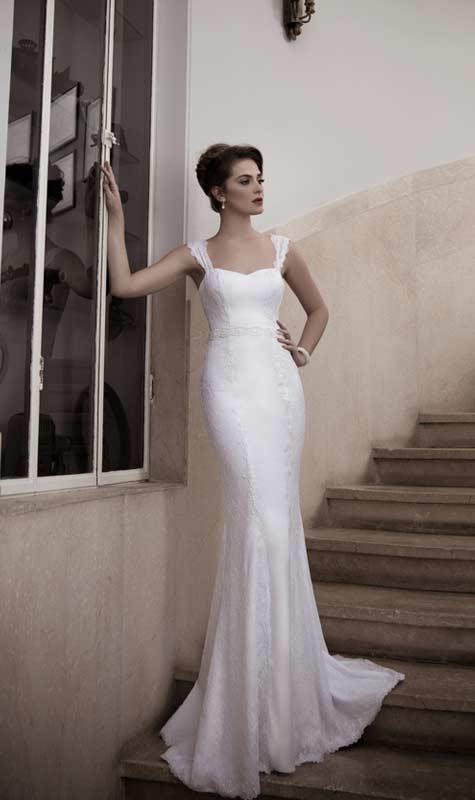 שמלת כלה בגזרה צמודה ומחמיאה לגוף