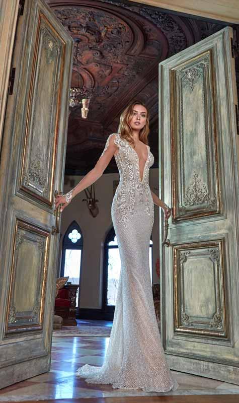 שמלת כלה מלכותית וצמודה לגוף