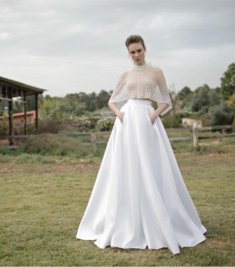שמלת כלה עם עליונית בגזרת פונצ'ו