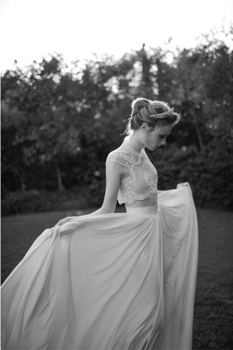 שמלת כלה בשני חלקים משולבת תחרה ואבנים