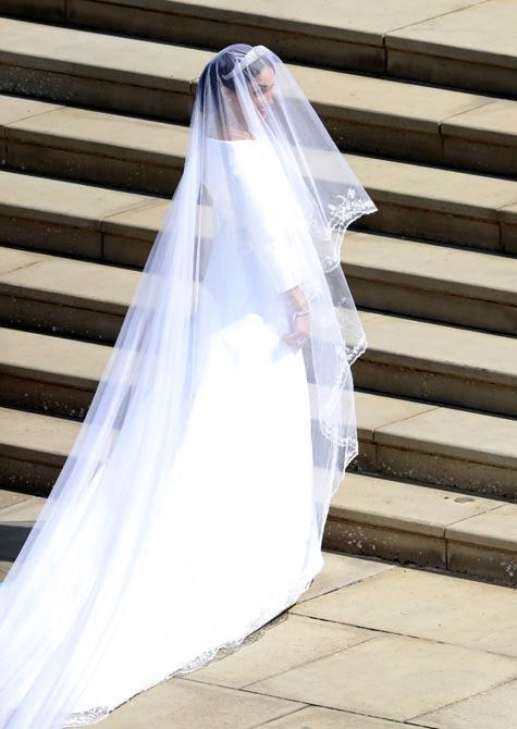 שמלת הכלה במלוא תפארתה