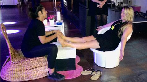עמדת עיסויי רגליים בחתונה