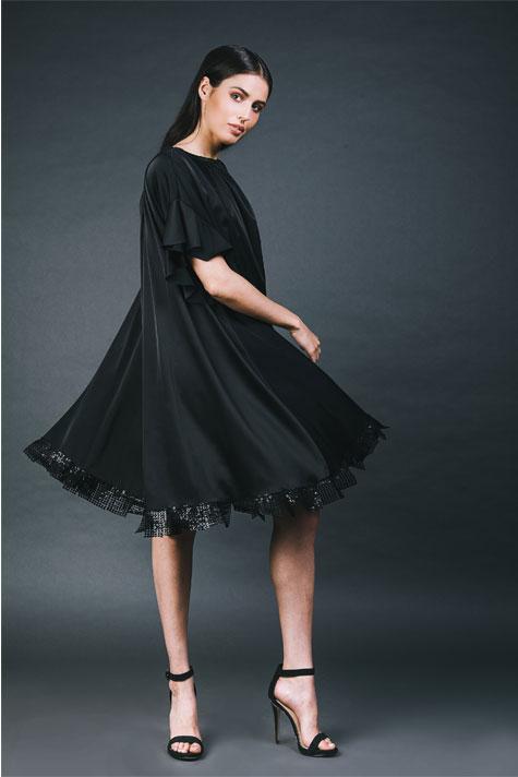 שמלת ערב שחורה ועשירה