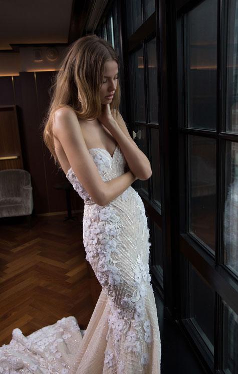 שמלת כלה עם סטרפלס בקו הגוף