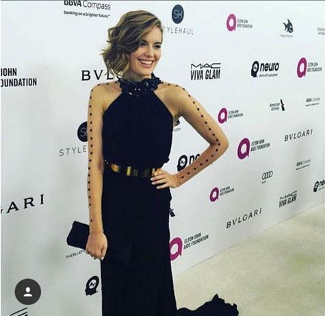 מגי גרייס במסיבת האוסקר עם שמלה של גליה להב