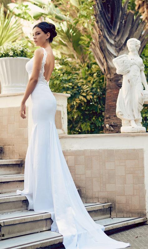 שמלת כלה צמודה עם גב חשוף