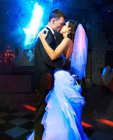 תרקוד היא אמרה לי, תרקוד (בחתונה)