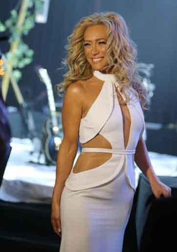 מי עיצב את שמלת הכלה של מאיה פישל?
